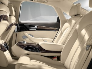 antropoti-limousine-rent-a-car-audiA8-interior5